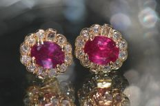 18 kt gold earrings set with rubies and diamonds, no reserve price