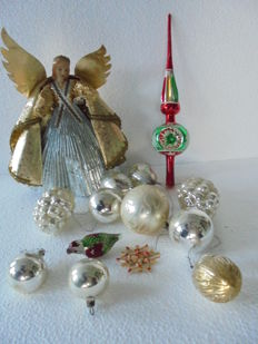 Collection of 14 antique Christmas tree decorations. With a tree-top decoration of an angel with a wax face