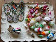 Lot of old Christmas decorations, including Ajeko Christmas baubles, Christmas tree lights, Christmas tree hangers
