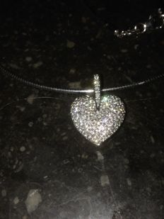 Wit gold heart, with brilliant, including pearl necklace and white gold Omega choker