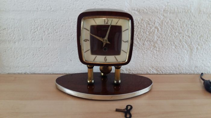Wooden retro tv table clock - Superior - 2nd half of the 20th century
