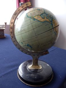 Beautiful little antique globe of reliable series