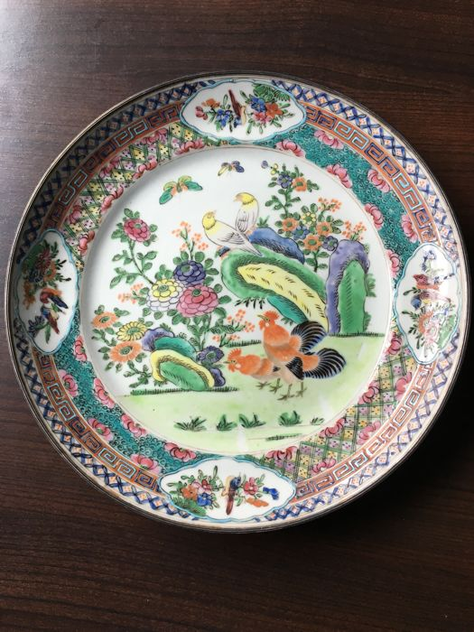 Canton plate with animal and flowers decoration - China - late 19th/early 20th century