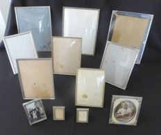 Lot with twelve silver-plated retro photo frames - small and large - convex glass - including amongst others Jayden Denmark