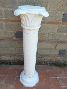 Column with flower petal shaped capitals in white Carrara marble - Italy, 20th century