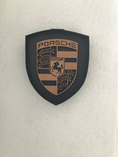 Porsche - artisanal emblem with a great coat of arms of the brand in volume - 2016