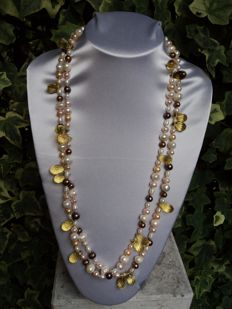 Necklace with pearls cultured in freshwater, with yellow tourmaline and clasp in 925 silver