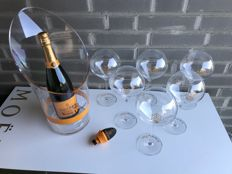 Veuve Clicquot set 1 bottle (75cl), 6 glasses (rich), cooler & stopper
