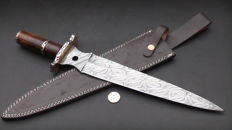 Handmade very long (45.5 cm) and sturdy (621 grams) hunting dagger - Handle of rosewood - with leather sheath - 200 + layers of damask steel