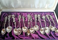 A cased set of demitasse silver coffee spoons floral handles, Sweden, 1958