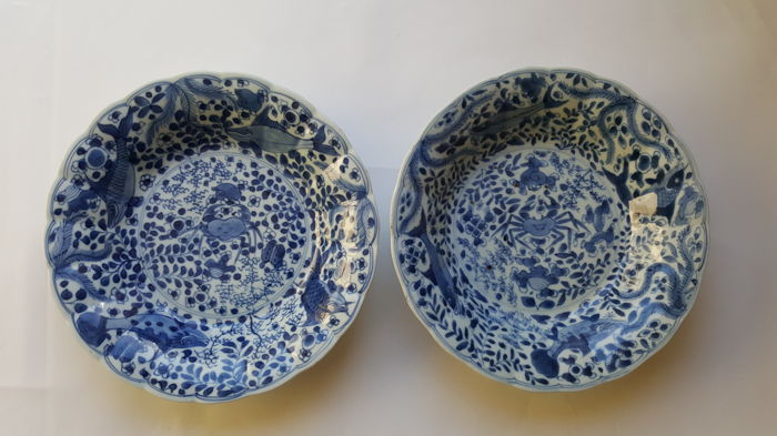 Two blue and white dishes with crab & bass decoration - China - Kangxi period (1661–1722)