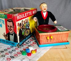 "Plaything, Japan - Height 24 cm - Tin/rubber/fabric battery-operated ""Roulette Man"", 1960s"
