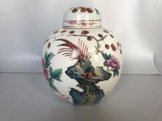 Porcelain ginger jar with lid famille rose - China - second half 20th century