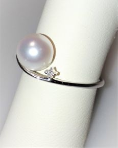White gold ring with 7-7.5 mm Akoya pearl and 0.01 ct diamond