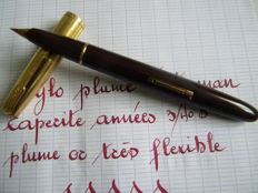 Superb Waterman taperite self filler vintage pen in mint condition with original extra flexible 18 k gold nib.