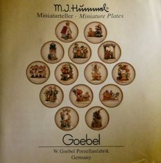 M.I. Hummel - 14 miniature plates - Complete collection - 'Motiv des Jahres' (Motif of the year) - In original packaging
