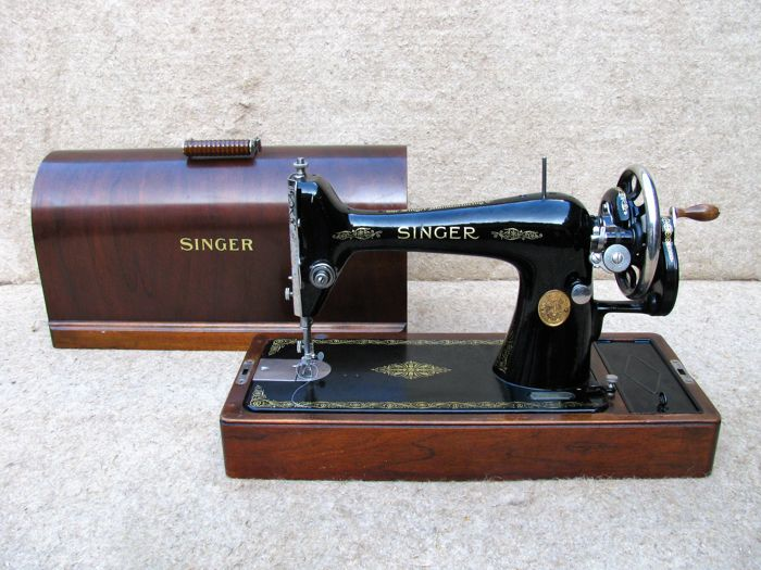 Singer sewing machine 66K from 1930.