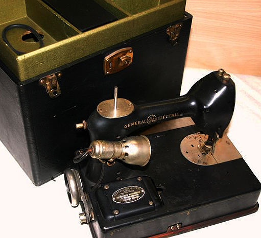 General Electric sewing machine in original case, first half of the 20th century