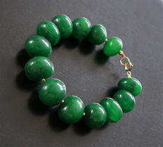Bracelet in polished emeralds with 14 kt hallmarked clasp - 22.2 cm - 375 ct