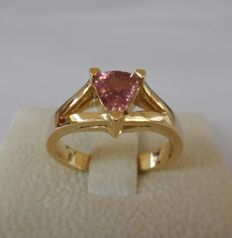 Ring with IGI Certified Natural PADPARADSCHA Sapphire in FINE Pinkish Orange COLOR QUALITY of 0.84 ct  -  Ring Size   17.5/55/7.5