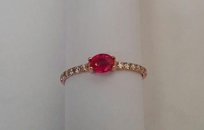 Ring in 18 kt rose gold - Weight: 1.20 g - Ruby and top quality 0.95, G VS diamonds - Size: 14