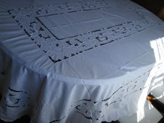 Tablecloth - linen - embroidery - Parties & banquets