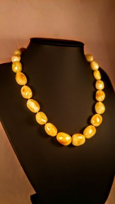 100% Natural Baltic amber necklace, length ca. 47 cm, 39 grams
