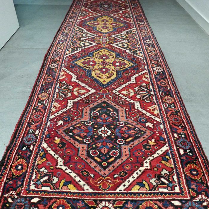 Magnificent characteristic Bakhtiar Persian runner - 278 x 87 - wonderful appearance