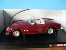 Hot Wheels - Scale 1/18 - Ferrari 250 GT California Spider 4/4
