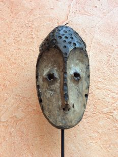 "Little LEGA mask named Lukwango - Collected by Papadimitriou - Former Westerdijk Collection - From the thirties/forties - Height 15 cm - Former ""Coomans de Brachène"" Collection"