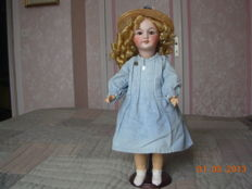 old porcelain doll type sfbj (French company of manufacture of babies and toys from the early 1900s)