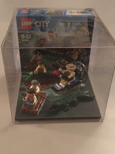 City - 60066 - Swamp Police Starter Set store display