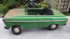 Moskvitch, USSR - Length 114 cm - Pressed steel Moskvitch pedal car, 1970s/90s
