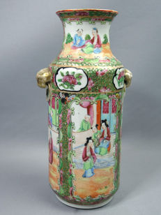 Canton porcelain vase with court scenes - China - circa 1910-1920