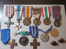 Lot of 11 medals, 1 brooch, 2 buttons