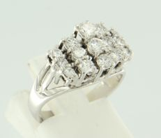 18 kt white gold ring set with 15 brilliant cut diamonds, approx. 0.55 carat in total, ring size 16.25