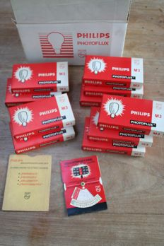 100 Flashbulbs Philips Photoflux  M3  in original box with lighting table card