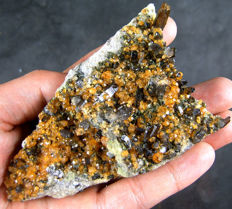 Orange Spessartine Garnet with Smokey Quartz and Muscovite - 10,8x6,8x3,8 cm - 185 gm