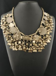Necklace made of antique chiming Afghan and Yemenite elements – 1930s – Early 20th century