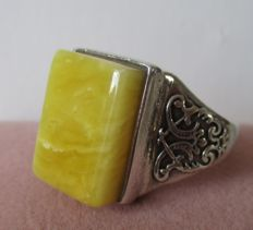 Antique 925 silver ring with Baltic Butterscotch Egg Yolk White amber.波羅的海奶酪蛋黃蛋黃白琥珀