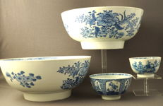 Collection of 4 blue and white porcelain bowls - China - 18th century