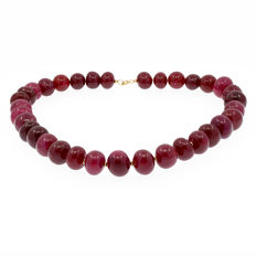 18k/750 yellow gold necklace with rubies - Length 52cm.