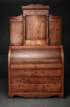 A neoclassical oak cylinder desk with superstructure - Denmark - circa 1820