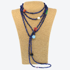 18kt/750 yellow gold  necklace with sapphires and assorted gemstones – Length 216 cm.