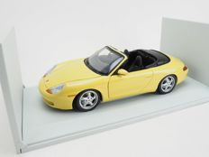 UT Models - Scale 1/18 - Porsche 996 Cabrio - Yellow