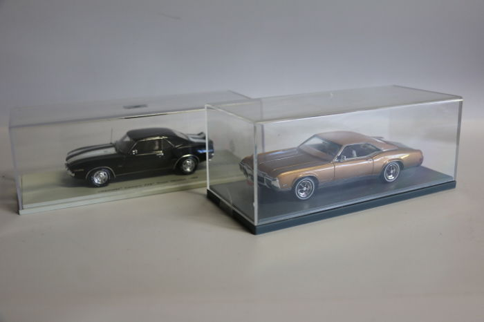 Spark - Scale 1/43 - Chevrolet Camaro Z28 Road Version 1969 - Black with white stripes & Buick Riviera GS - Brown