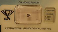 Princess-cut diamond of 0.38 ct. Brown VVS2.