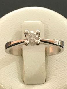 Solitaire ring in gold and Top Wesselton diamond, size 51/16.10 mm