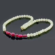 18kt/750 yellow gold  necklace with aquamarines and rubies - Length 57 cm.