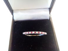 Cocktail ring in 18kt white gold, with 9 rubies and 10 diamonds of 0.15 ct - Size no.: 15.